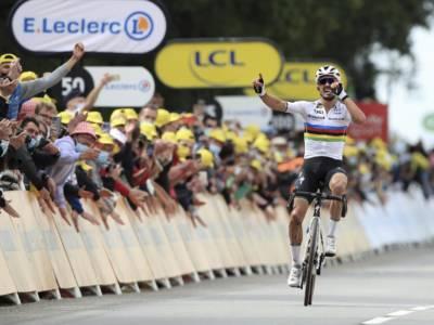 Tour de France 2021, le pagelle della prima tappa: Julian Alaphilippe maestoso, van der Poel e Van Aert rimandati