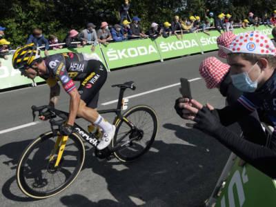 """Tour de France 2021, quattro cadute: chi è rimasto coinvolto. Roglic perde 1'21"""", Carapaz guadagna su Pogacar"""