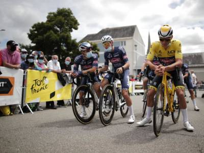 VIDEO Tour de France, Mark Cavendish vince la quarta tappa: highlights e sintesi. Sprint regale, big insieme