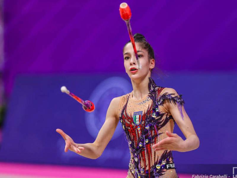 Ginnastica ritmica, Europei 2021: Sofia Raffaeli ottava con le clavette. Dina Averina tris d'oro nelle Finali di Specialità