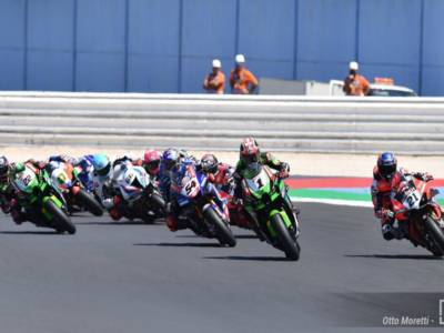 Superbike, risultato gara-2 GP Misano 2021: Razgatlioglu trionfa davanti a Rinaldi e Rea, 7° Bassani