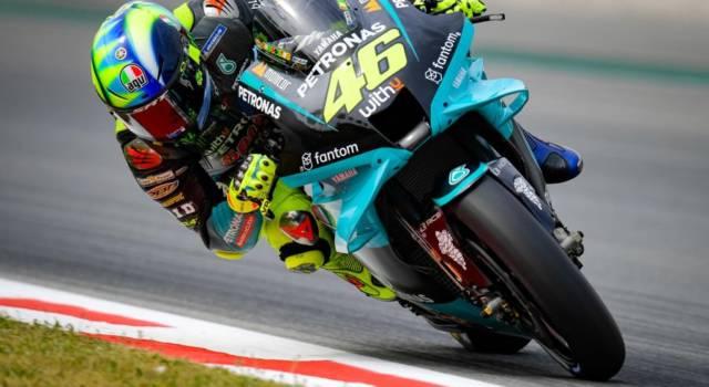 """LIVE MotoGP, GP Barcellona 2021 in DIRETTA: penalità a Quartararo, perde punti! Valentino Rossi: """"Spero nelle novità dei test"""""""