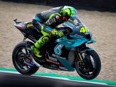 DIRETTA MotoGP, GP Assen LIVE: Bagnaia in prima fila, 12° Valentino Rossi. Risultati qualifiche