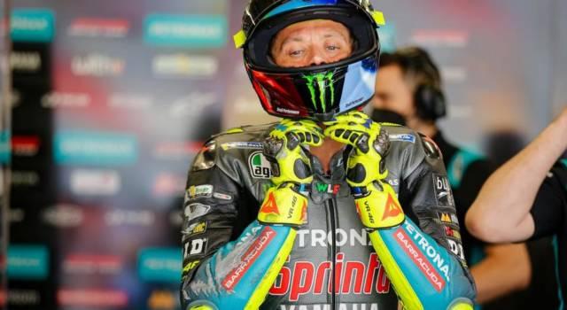 """MotoGP, Valentino Rossi: """"La moto vibrava, mi superavano tutti. Yamaha ha novità per i Test di domani"""""""