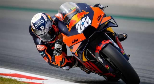 MotoGP, Miguel Oliveira trionfa al Montmelò con KTM! Fuori dal podio Quartararo, cade Valentino Rossi