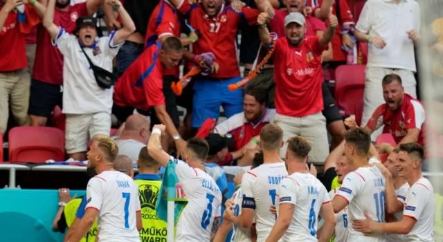 LIVE Olanda-Repubblica Ceca 0-2, Europei 2021 in DIRETTA: De Ligt espulso, allora Holes e Schick regalano i quarti