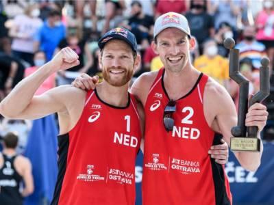 Beach volley, World Tour 2021 Ostrava. Brouwer/Meeuwsen festeggiano dopo tre anni, Claes/Sponcil concedono il bis