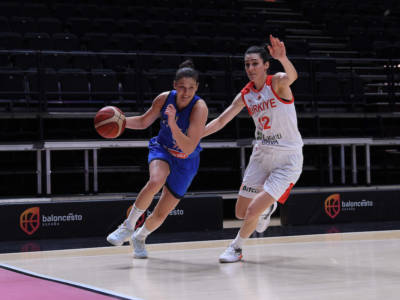LIVE Italia-Serbia 81-86, Europei basket femminile in DIRETTA: esordio amaro per le azzurre, rimontate e sconfitte al supplementare