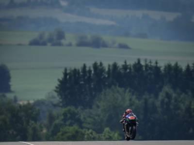 MotoGP, Fabio Quartararo svetta anche nel warm-up del GP di Germania, buon passo per Valentino Rossi