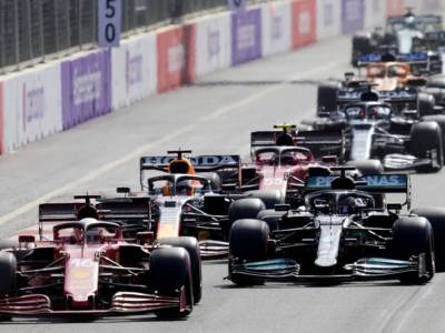 VIDEO F1, GP Azerbaijan 2021: gli highlights della gara. Il trionfo di Perez, il botto di Verstappen e l'errore di Hamilton. Leclerc 4°