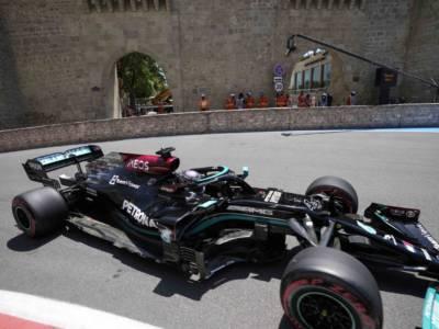 F1, Lewis Hamilton mette una pezza da campione alle difficoltà della Mercedes: è il favorito per la gara
