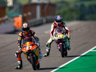 Moto3, risultati warm-up GP Germania: Pedro Acosta guida il gruppo davanti a Dennis Foggia