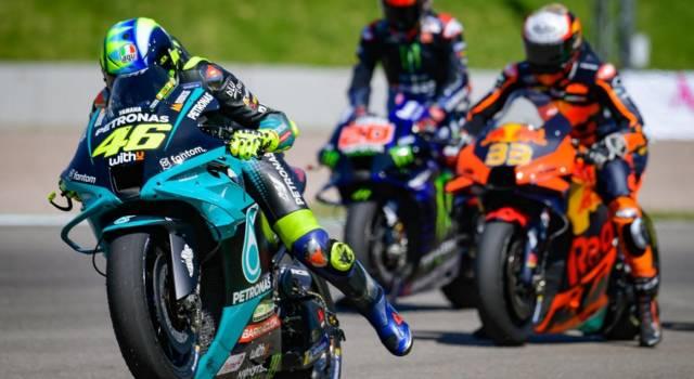 """DIRETTA MotoGP, GP Austria LIVE:  analisi prove libere. Bagnaia ottimista: """"Tolti 2-3 decimi"""". Valentino Rossi soffre"""
