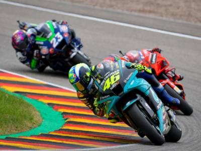 MotoGP, risultati e classifica warm-up GP Olanda: Vinales davanti a tutti, decimo Valentino Rossi