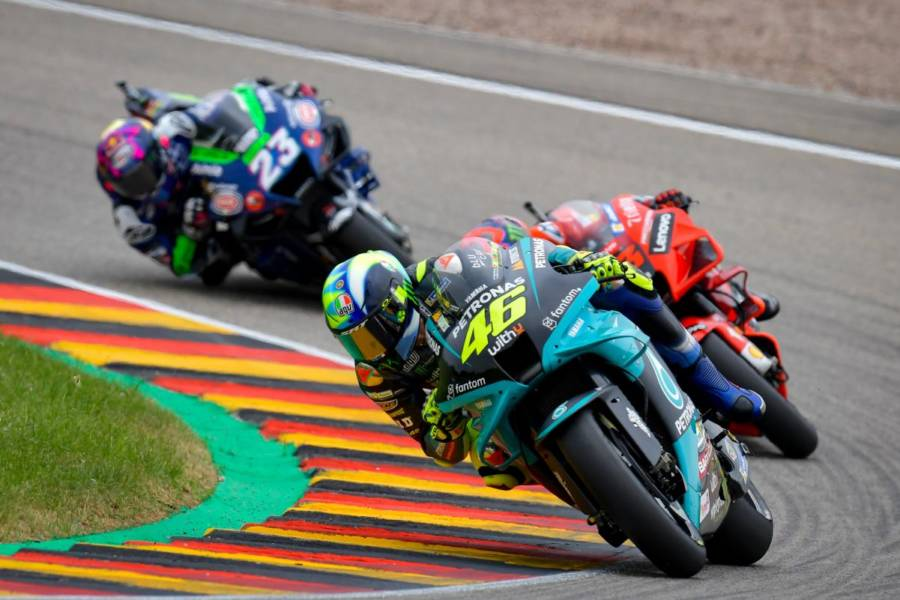 DIRETTA MotoGP, GP Assen 2021 LIVE: Marc Marquez disarcionato dalla Honda, caduta spaventosa