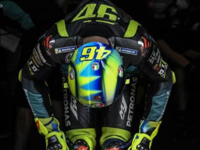 """MotoGP, Valentino Rossi e il """"Crepuscolo di un Dio"""". Da settembre 2020 a oggi un crollo verticale"""
