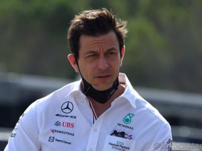"""F1, Toto Wolff: """"Stiamo vivendo una lotta per il titolo tra il pilota migliore di sempre e uno meno bravo…"""""""