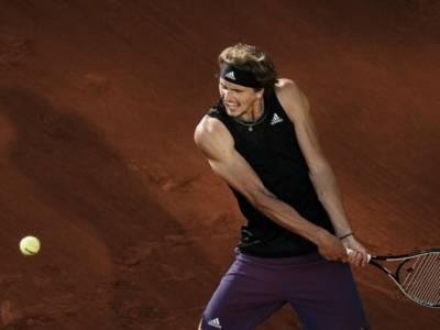 """Tennis, polemica tra Alexander Zverev e Becker: """"Non mi interessa quello che dice. Penso a vincere l'oro alle Olimpiadi"""""""