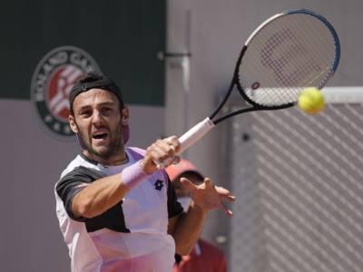 Roland Garros 2021: Stefano Travaglia spreca troppe occasioni e viene sconfitto da De Minaur