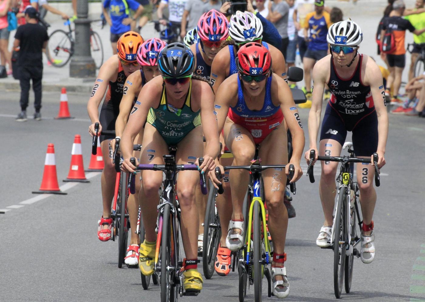 Flora Duffy trionfa nel triathlon femminile