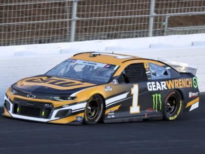 NASCAR, Kurt Busch vince la sfida in famiglia con Kyle