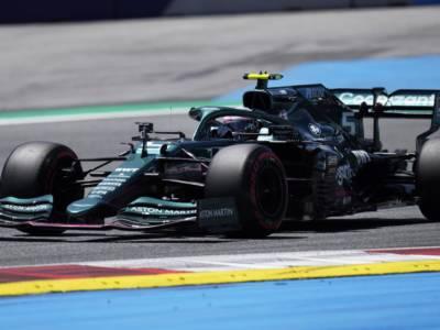 F1, GP Austria 2021: Vettel penalizzato per ostruzionismo su Alonso. Cambia la griglia di partenza, Sainz aiutato