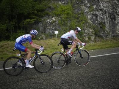 VIDEO Tour de France 2021, highlights ottava tappa: Pogacar demolitore in montagna! Avversari alla deriva