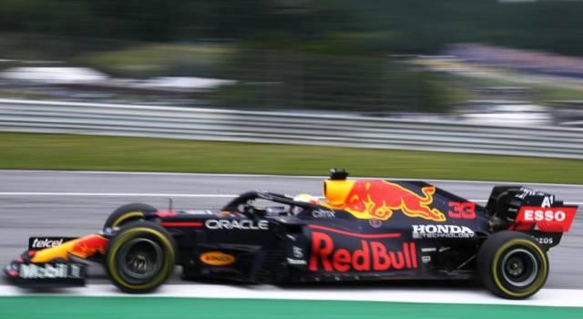 F1, risultati e classifica FP1 GP Gran Bretagna: Verstappen in testa. Leclerc 4°, Sainz 6°: Ferrari positive