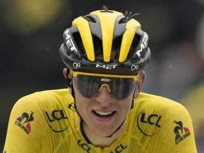 Tour de France 2021: Tadej Pogacar domina nel duello tra i big sui Pirenei, si arrendono Vingegaard e Carapaz