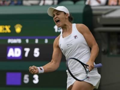 Wimbledon, risultati femminili 5 luglio: Jabeur elimina Swiatek. Ai quarti anche Barty, Sabalenka e Pliskova