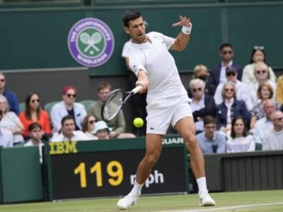 LIVE Djokovic-Shapovalov 7-6 7-5 7-5, Wimbledon 2021 in DIRETTA: il serbo sfiderà Berrettini in finale