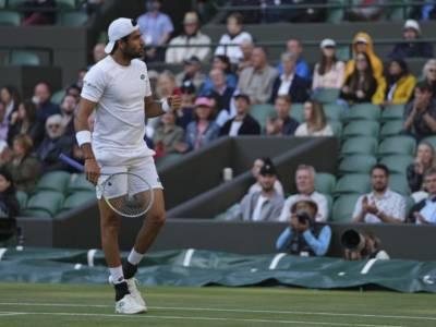 Berrettini-Hurkacz, semifinale Wimbledon: quote per le scommesse. L'Italiano favorito, ma Djokovic…