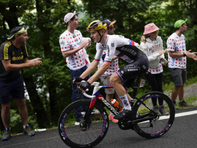Tour de France 2021, Matej Mohoric trionfa in solitaria a Libourne