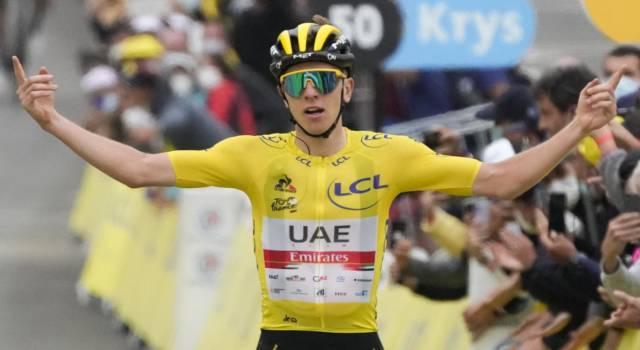 Quanti soldi ha guadagnato Tadej Pogacar vincendo il Tour de France 2021? Montepremi milionario. Più di Bernal al Giro…