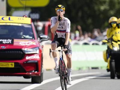 """Matej Mohoric vince dopo il blitz della polizia: """"Ci hanno trattato come criminali"""". Rinascita dopo la caduta al Giro"""