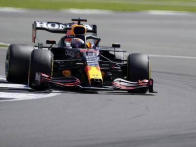 F1, Max Verstappen beffa Hamilton e vince la Sprint Race di Silverstone! 4° un ottimo Leclerc, 11° Sainz