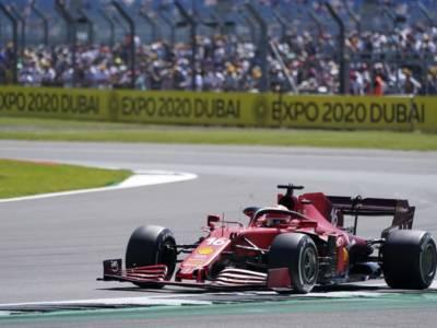 F1, Ferrari supporta l'Italia alle Olimpiadi: sticker #italiateam sulle monoposto nel GP d'Ungheria