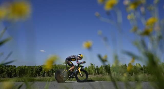 Tour de France 2021: Wout van Aert domina la cronometro, Tadej Pogacar domani in trionfo a Parigi