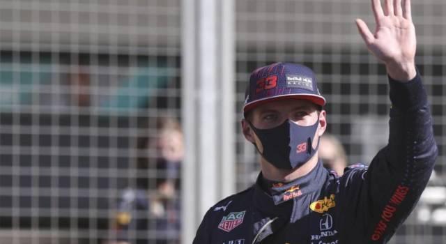 """F1, Max Verstappen attacca Hamilton: """"Festeggiava con me in ospedale: irrispettoso! Penalità insufficiente"""""""