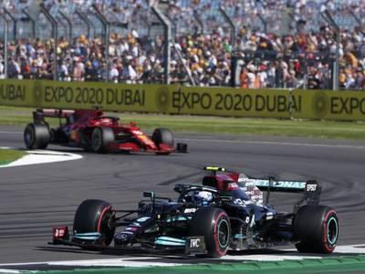 VIDEO F1, sorpasso Hamilton su Leclerc a -3 giri dal termine del GP di Gran Bretagna