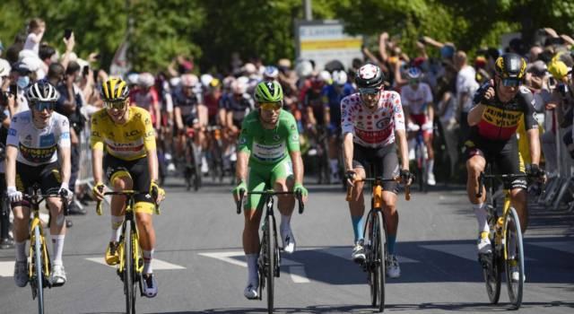 Tour de France 2021: Wout van Aert vince dappertutto, sua anche la volata a Parigi. Trionfo finale per Pogacar