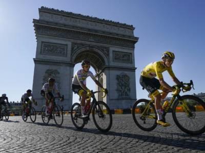 """Classifica Tour de France 2021 finale: Pogacar bis, Vingegaard a 5'20"""". Carapaz 3°, Cattaneo 12°"""