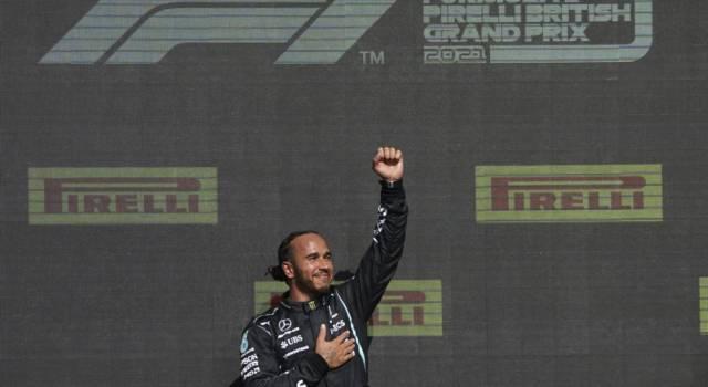 F1: dopo gli insulti razzisti ricevuti, FIA e Red Bull difendono Lewis Hamilton