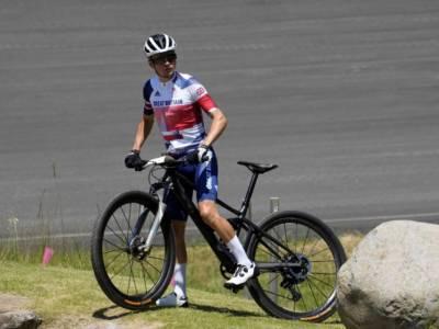 Mountain Bike, Olimpiadi Tokyo: Tom Pidcock conquista l'oro con una prestazione favolosa. Caduto e ritirato van der Poel