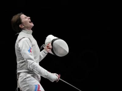 Scherma, Olimpiadi Tokyo: la Russia domina la finale contro la Francia e conquista l'oro nel fioretto femminile