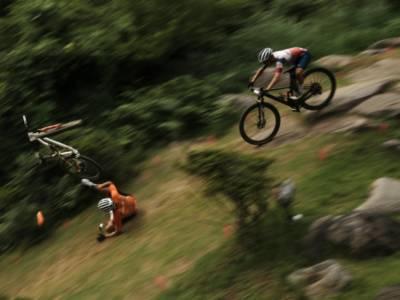 VIDEO Caduta Mathieu Van der Poel, Olimpiadi Tokyo mountain bike: discesa traditrice