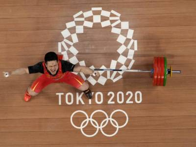 Sollevamento pesi, Olimpiadi Tokyo: il cinese Zhiyong Shi domina i -73 kg maschili