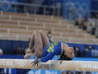 """Rebeca Andrade, 3 crociati rotti e la medaglia olimpica. Ma si è divorata l'oro… Nadia Comaneci: """"Hai iniziato con me"""""""