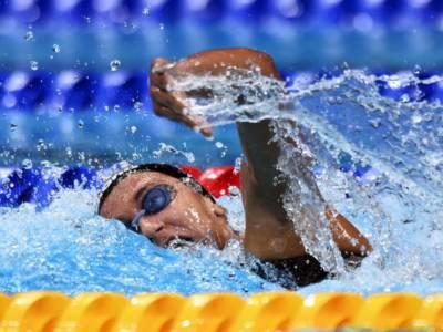 Nuoto, Simona Quadarella arpiona con orgoglio la medaglia di bronzo alle Olimpiadi negli 800 sl!