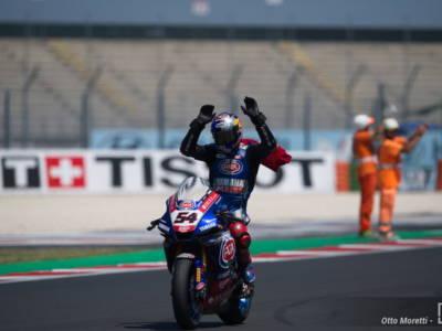Superbike, Rea cade, Razgatlioglu fa sua gara-2 del GP Gran Bretagna e ora è leader del Mondiale!